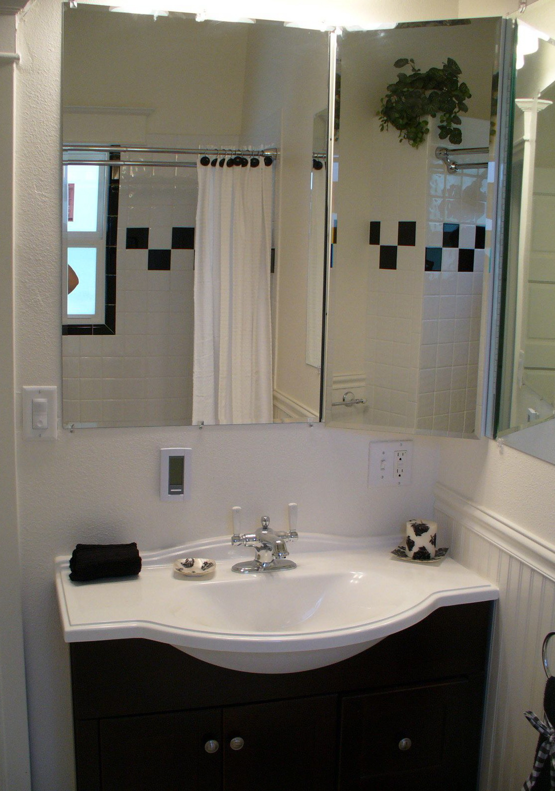 28 best readers and their bathrooms archives bloombety for Old bathroom remodel